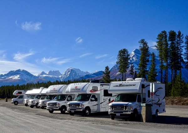 Travel Trailer, Fifth Wheel and MotorHome Comparison. How to Choose the Best RV For You?